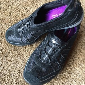 Like new Skechers memory foam black sneakers
